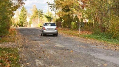Rozgrzebali drogi, pozrywali asfalt