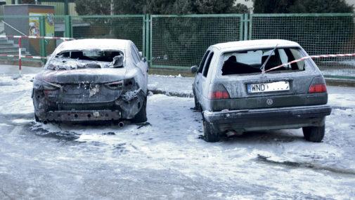 Spłonęły dwa auta