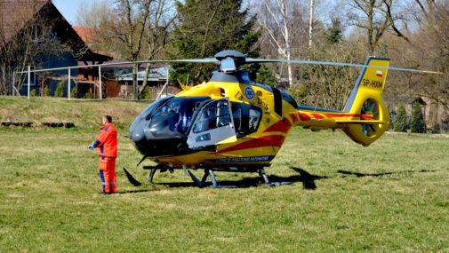 Strażacy pomogli młodemu pacjentowi
