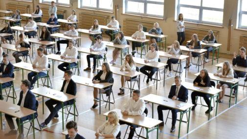 Trwa strajk nauczycieli. Gimnazjaliści rozpoczęli pisanie egzaminów