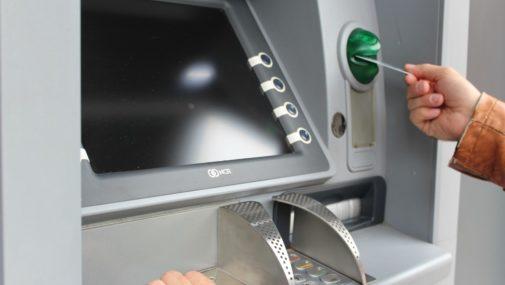 Wysadzili bankomat. Szuka ich policja