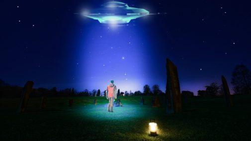 Boi się, że porwie go UFO