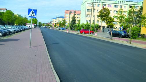 Rozwinęli asfalt na Bohaterów Modlina