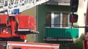Pożar mieszkania. W akcji kilka zastępów straży pożarnej