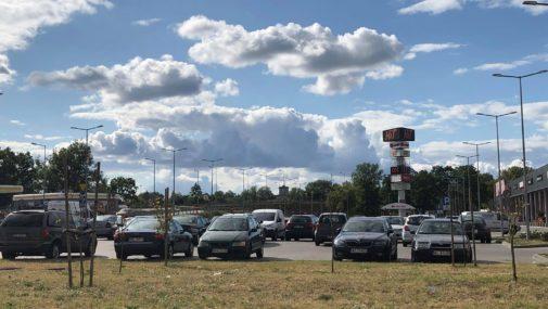 Parkingi przy CH HIT znów czynne