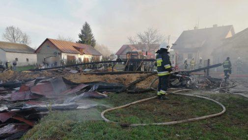 Borkowo: pożar budynków gospodarczych