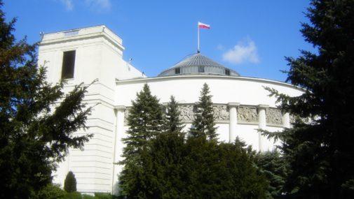 """Sejm: """"Piątka dla zwierząt"""" skierowana do komisji"""