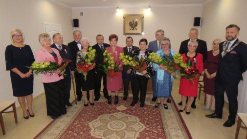 Nowy Dwór Maz.: Odznaczeni medalami za długoletnie pożycie małzeńskie