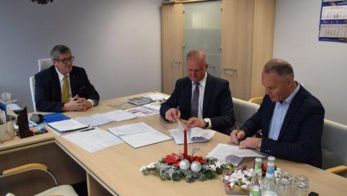 Zakroczym: Podpisanie umowy na remont drogi Swobodnia-Gałachy