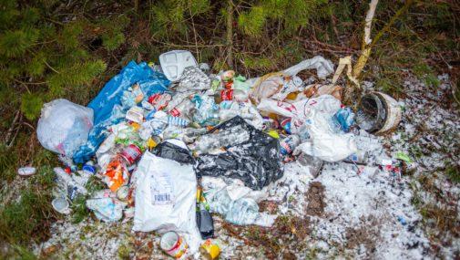 Nasielsk: Kolejne śmieci trafiły do lasu