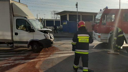 Pomiechówek: Zderzenie samochodu dostawczego z ciężarówką