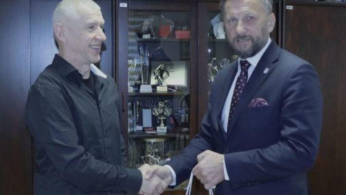 Nowy Dwór Maz.: Burmistrz spotkał się z mistrzem triathlonu