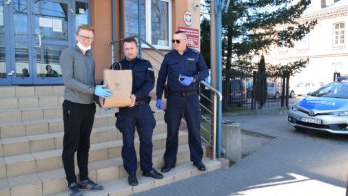 Nowy Dwór Maz.: Uszyły maseczki dla nowodworskich policjantów
