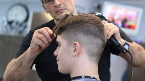 """Koronawirus: Wiemy, kiedy """"odmrożą"""" kosmetyczki, fryzjerów, bary i restauracje"""