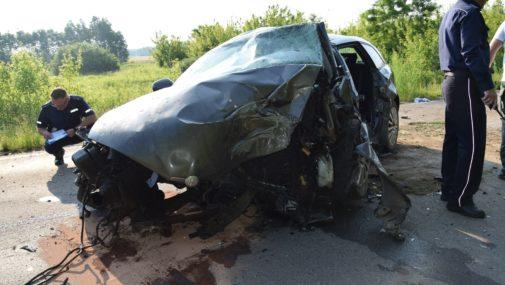 Nasielsk: Samochodem uderzył w drzewo