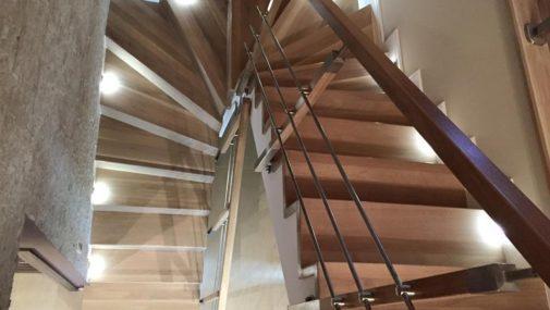 Jakie schody drewniane wybrać do swojego domu?