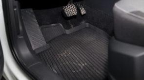 Jak przygotować samochód do zimy? Gumowe dywaniki samochodowe i mata do bagażnika przychodzą z pomocą!