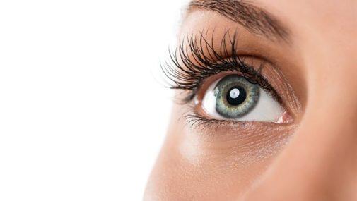 Najpopularniejsze zabiegi kosmetyczne na brwi i rzęsy